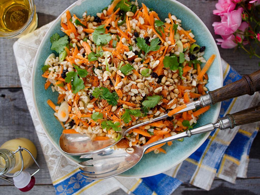 Recipe Carrot Nut And Currant Salad Viva