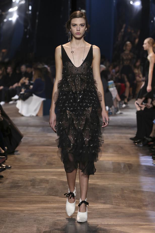 2a7f471348e Runway  Christian Dior Couture SS16 - Viva