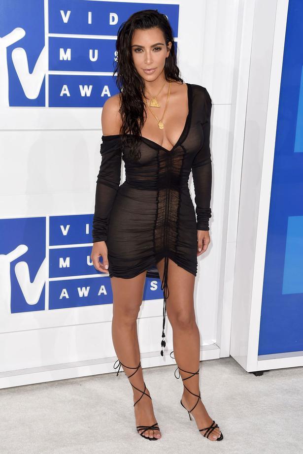 7d95670ec5967 Kim Kardashian Style File - Viva