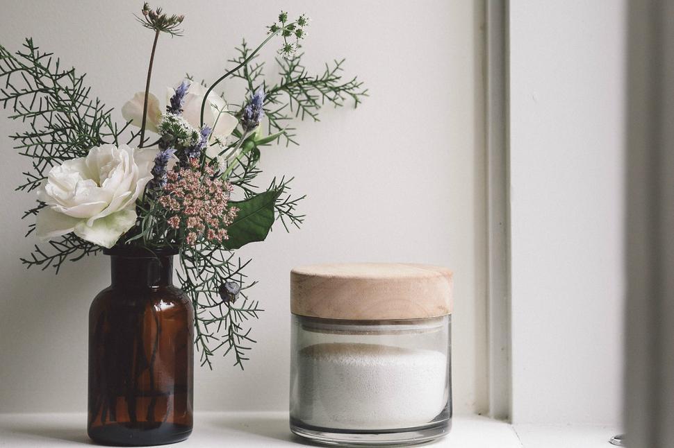 How To Arrange Style A Vase Of Romantic Wildflowers Viva