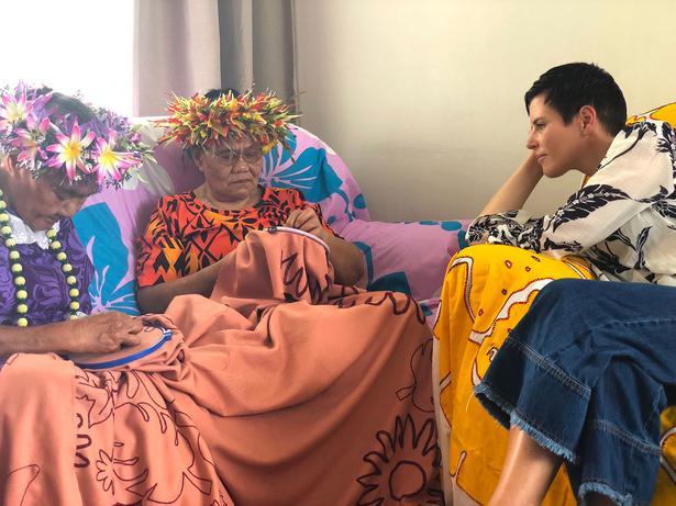 Karen Walker & Tukua Turia Debut at Buckingham Palace - Viva