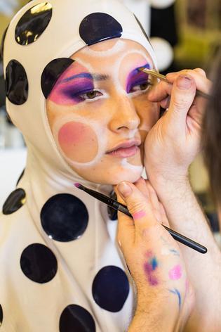 Meet Kabuki The Makeup Magician Viva - Kabuki-makeup