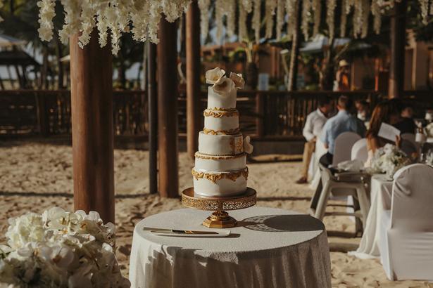 Real weddings alexia and peter carras viva the wedding cake picture danelle bohane danellebohane junglespirit Image collections