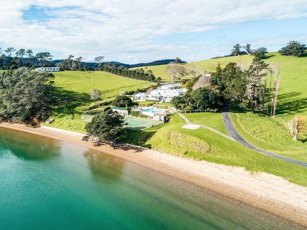 Te Ara Hura Walking Trail: Oneroa Beach to Owhanake Bay